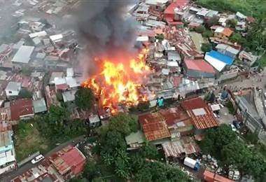 Varias viviendas se quemaron en Barrio Cuba