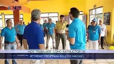 Ponga a Juank a Bretear: Instructor de adultos mayores