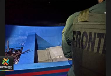 Enfrentamiento armado entre policías y personas que custodiaban droga en lancha deja un fallecido