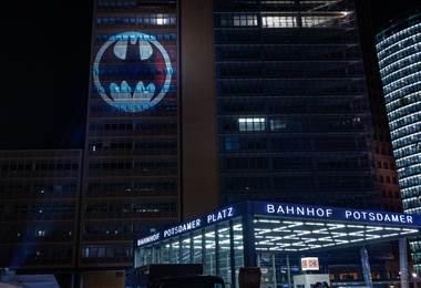 Batiseñal proyectada en 10 ciudades del mundo   DC Comics
