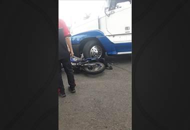 Colisión entre moto y tráiler dejó a un hombre fallecido en Ciudad Quesada
