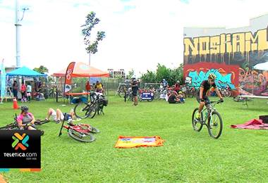 Cientos de personas recorrieron la capital en bicicleta para incentivar otras formas de movilidad