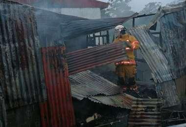 Incendio consumió a una vivienda en Coronado