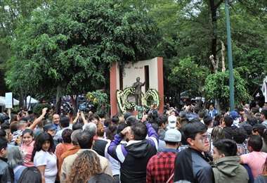 Fans del cantante mexicano José José  AFP.