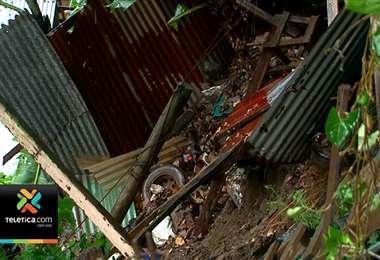 Deslizamiento dejó sin vivienda a cinco familias en Purral de Goicoechea