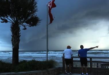 Florida se prepara para el huracán Dorian