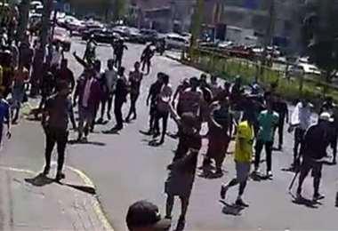 Enfrentamiento entre hinchas peruanos