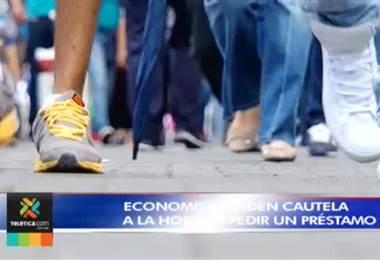 Economistas recomiendan cautela a la hora de pedir un préstamo debido a situación económica del país