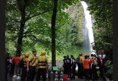 Rescate de hombre fallecido en catarata La Fortuna