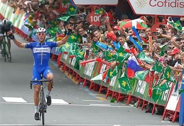 Gilbert gana en Bilbao, Roglic sigue de rojo en la Vuelta