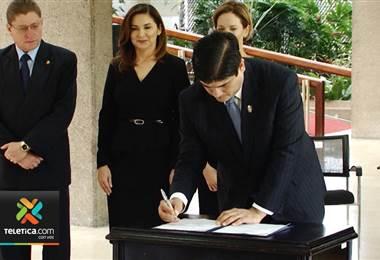 Firman ley para velar por la sana competencia entre empresas