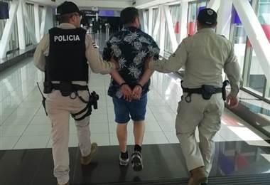 Detienen a sospechoso de agredir a oficial de tránsito en el Juan Santamaría