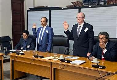 Óscar Prado (izquierda) y Rigoberto Alpízar comparecieron ante los diputados por créditos de Asebanacio. Cortesía prensa PLN