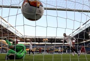 Sevilla derrotó a Roma. AFP